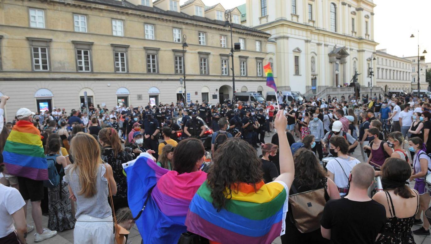 W czasie wczorajszych zajść policja zatrzymała 48 osób (fot. PAP/Radek Pietruszka)