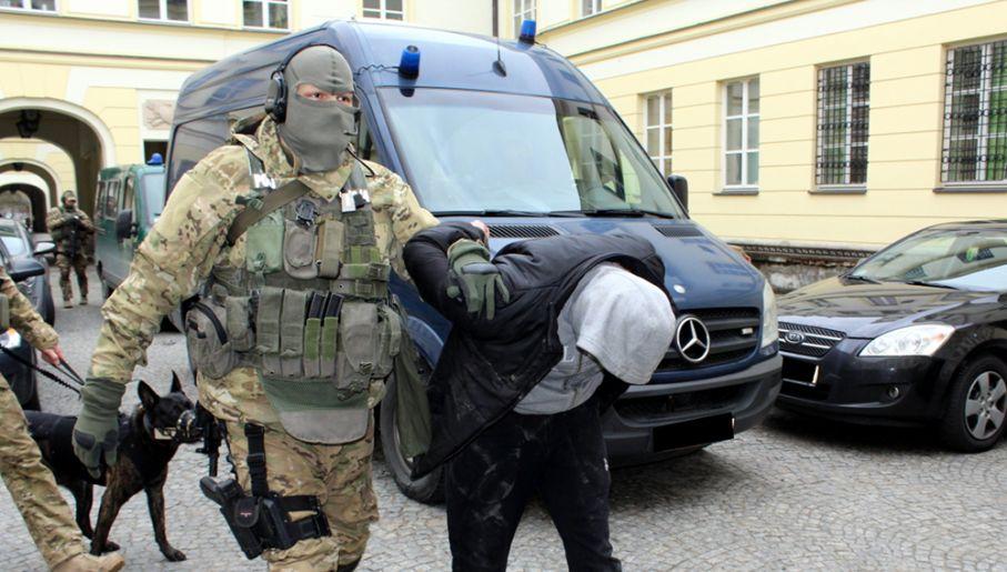 Uderzenie w handlarzy narkotyków (fot. policja.waw.pl)