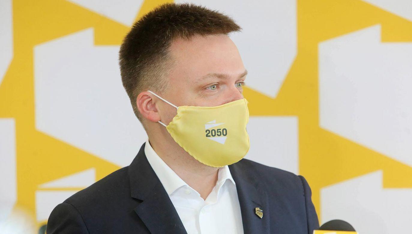 Szymon Hołownia rozmawia z politykami KO (fot.  PAP/Artur Reszko)