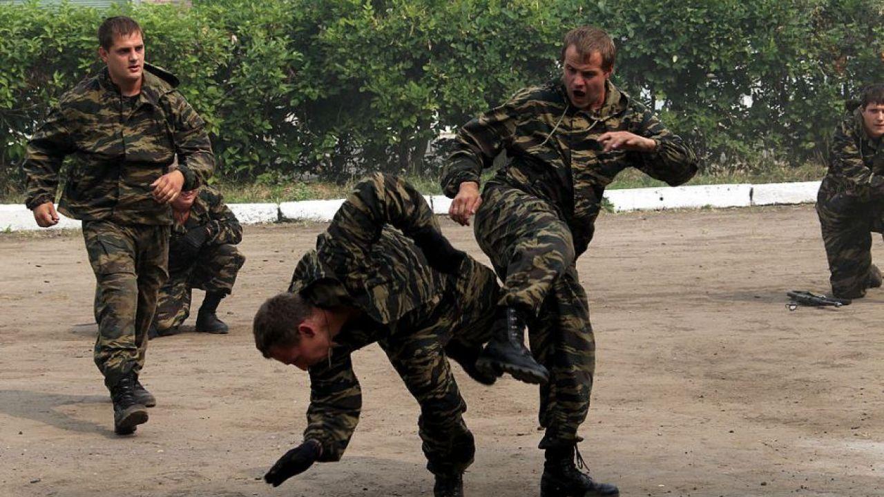 W lipcu białoruska służba bezpieczeństwa zatrzymała 33 mężczyzn (fot. Konstantin Zavrazhin/Getty Images)