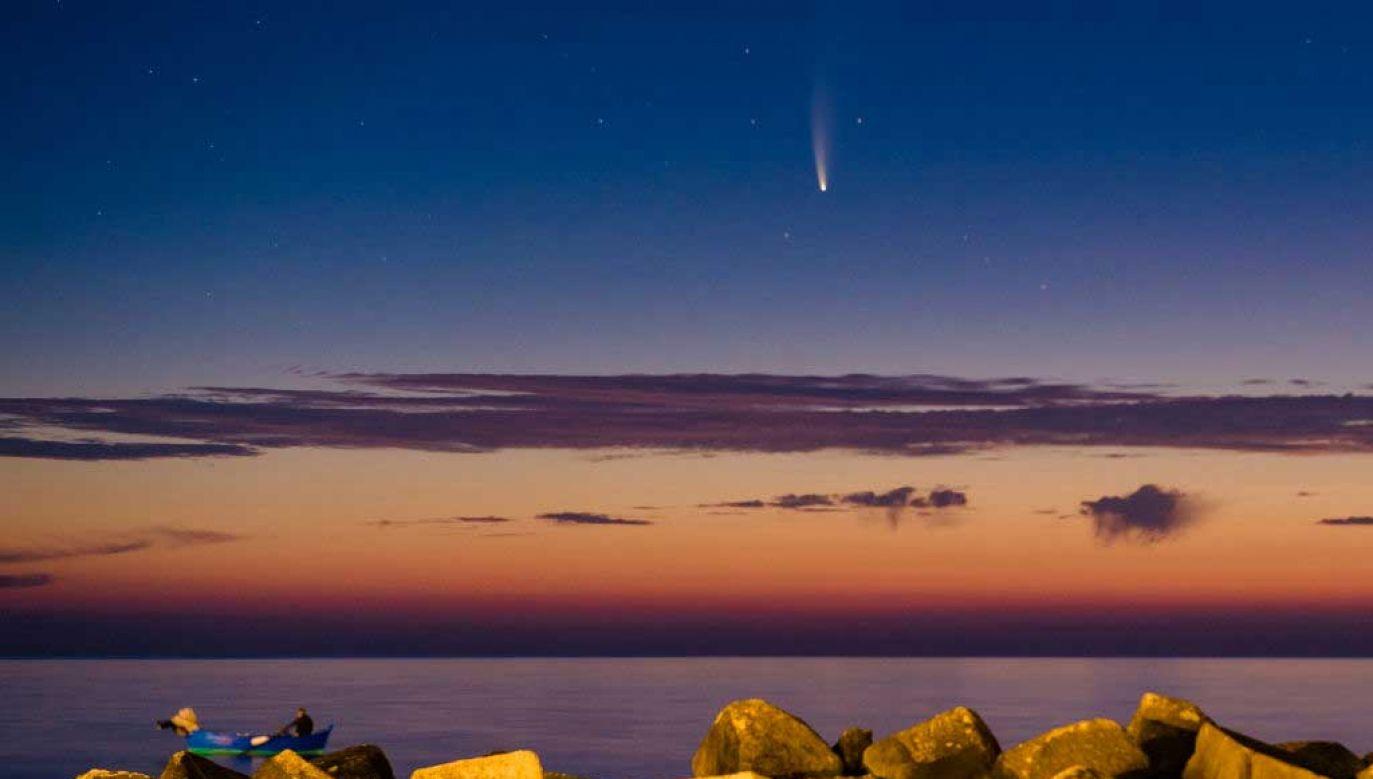 Kometa NEOWISE będzie widoczna przez kilka dni (fot. Davide Pischettola/NurPhoto via Getty Images)