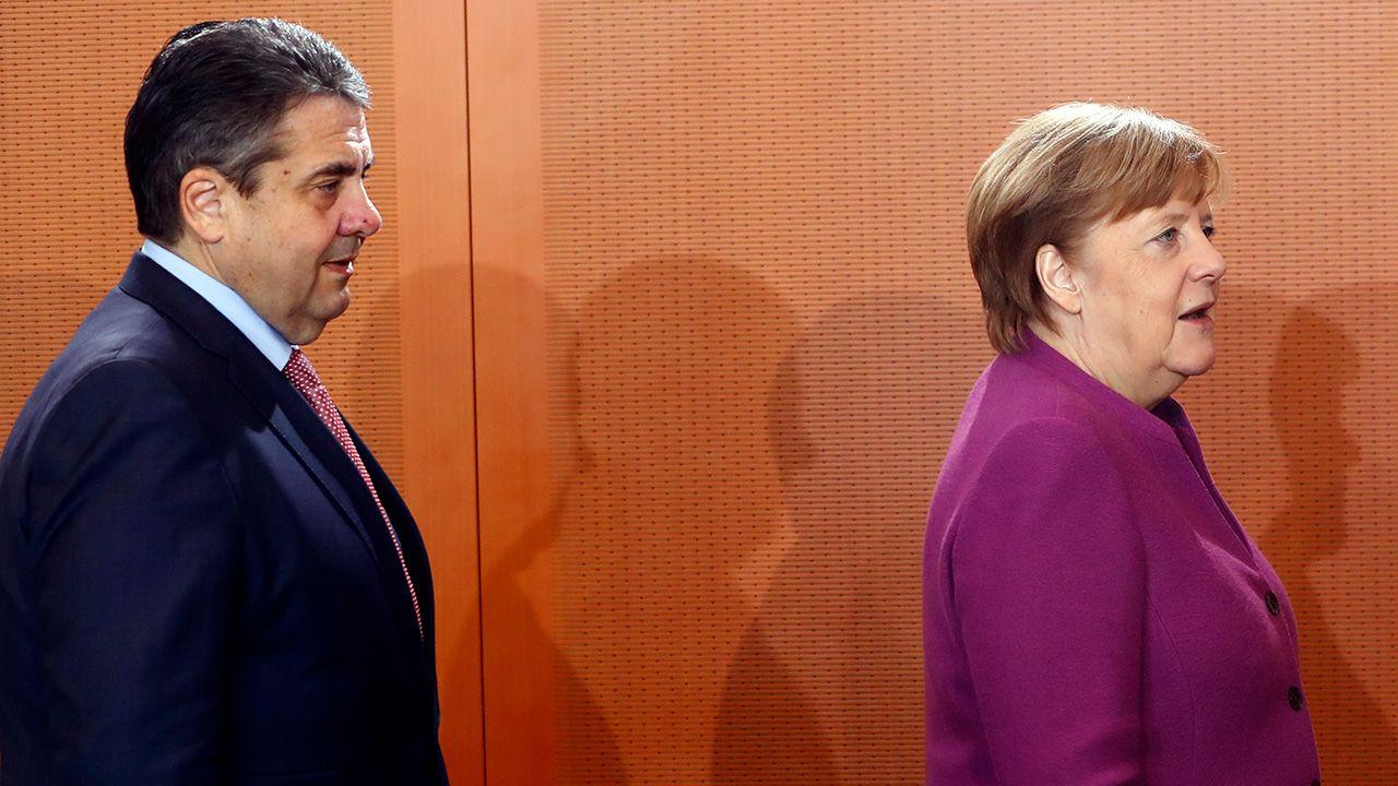 Minister spraw zagranicznych Niemiec Sigmar Gabriel i kanclerz Niemiec Angela Merkel (fot. REUTERS/Fabrizio Bensch)