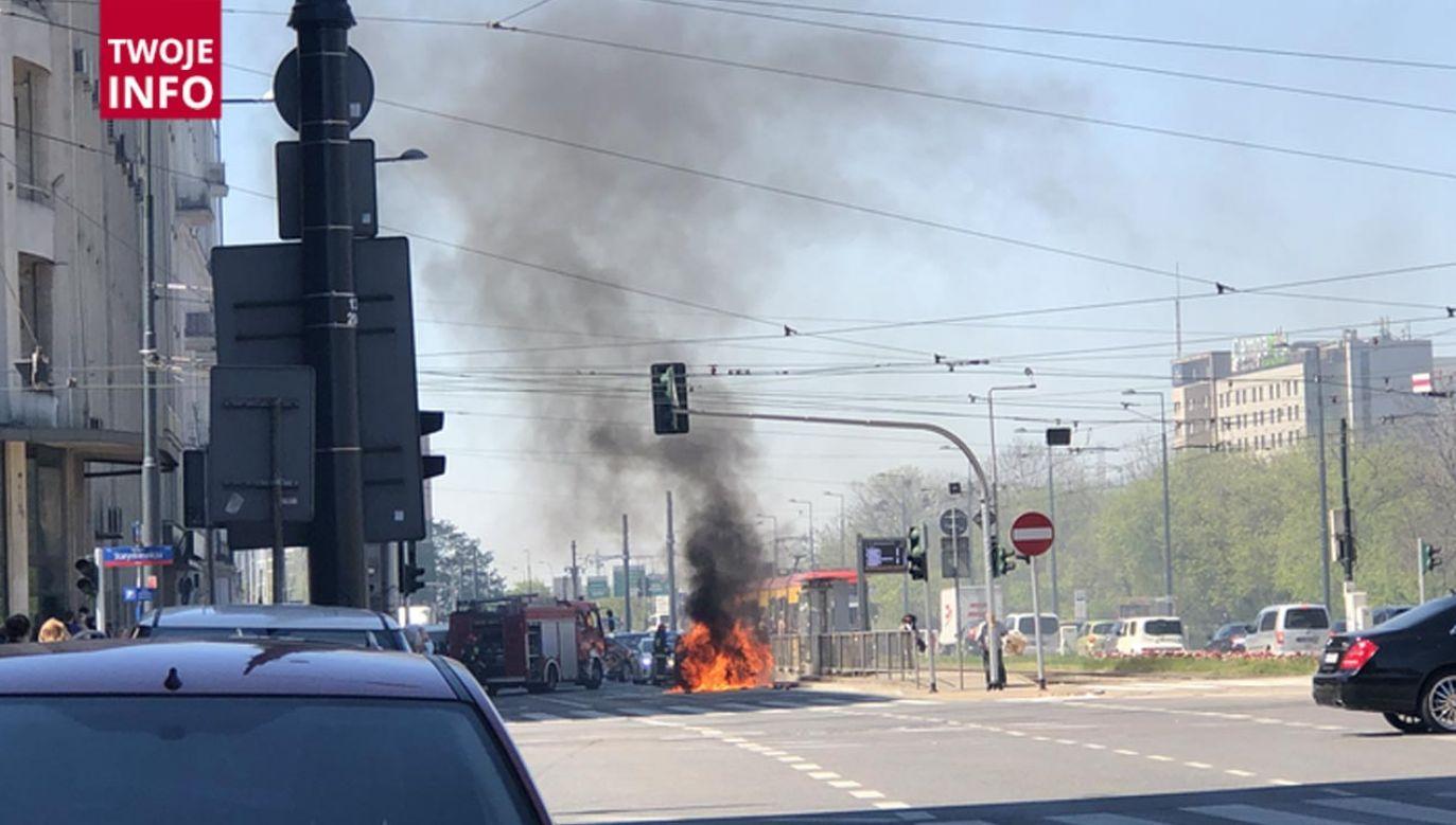 Płonący samochód (fot. Twoje Info)