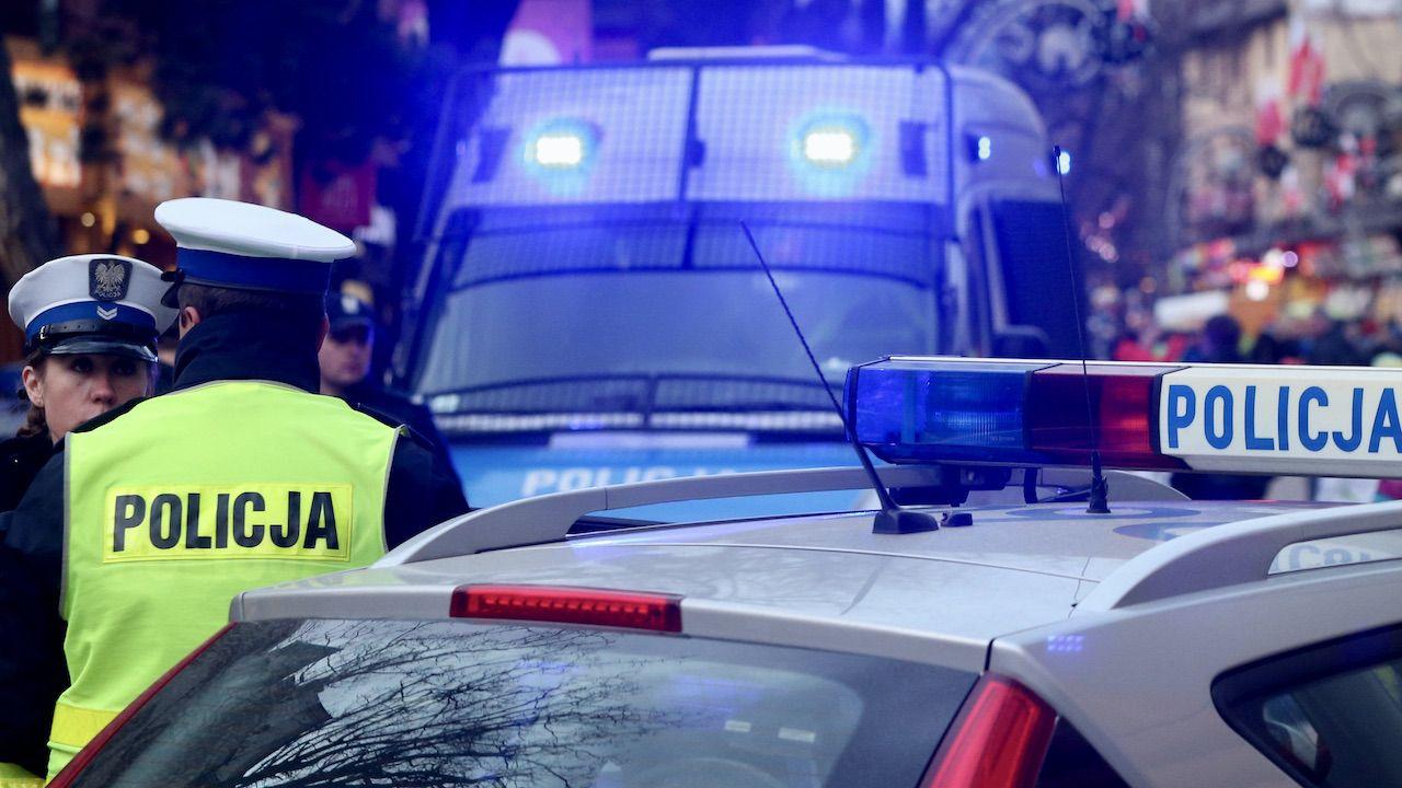Według nieoficjalnych informacji policja zatrzymała sześć osób (fot. arch.PAP/G.Momot, zdjęcie ilustracyjne)