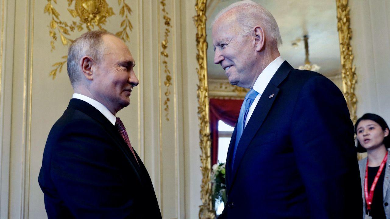 Joe Biden i Władimir Putin w Genewie rozpoczęli szczyt USA-Rosja (fot. PAP/EPA/M.METZEL/SPUTNIK/KREMLIN)