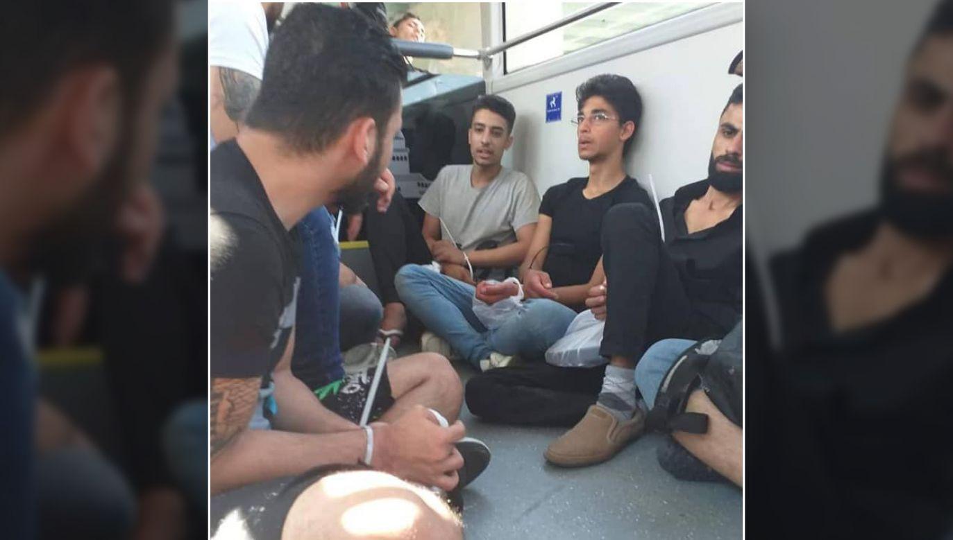 Syryjczycy zarejestrowani jako uchodźcy w innej tureckiej prowincji, zostaną do niej odesłani, a w ogóle niezarejestrowani będą deportowani z Turcji (fot. TT/Mohamed Al Neser)