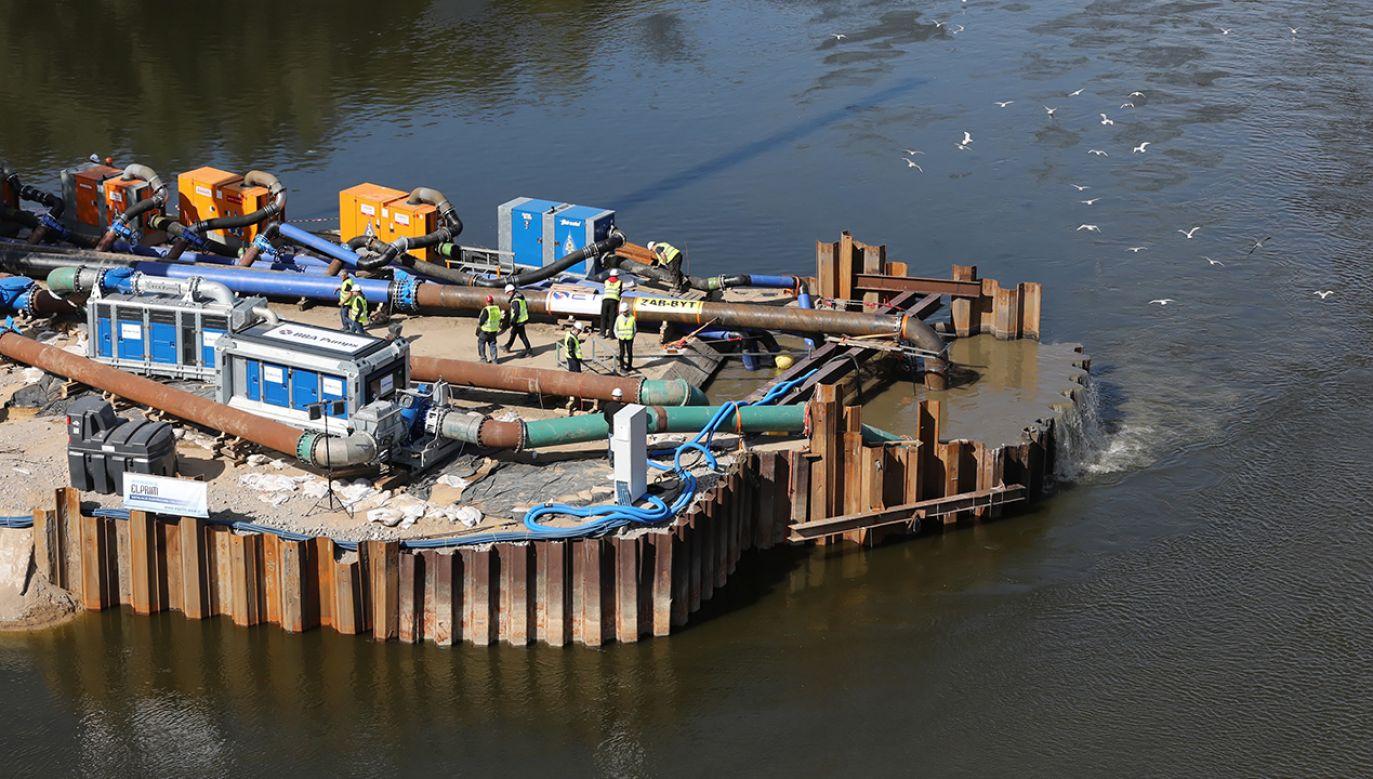 Prezydent stolicy nie odpowiedział na pytania o wzrost opłat za wywóz śmieci (fot. arch.PAP/Tomasz Gzell)