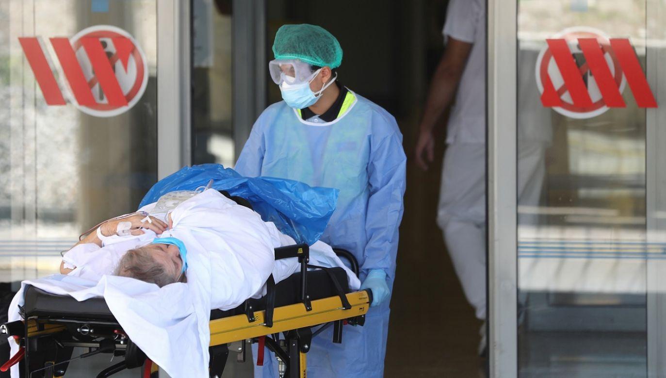 Dotychczas zakażonych zostało ponad 52 tys. pracowników hiszpańskiej służby zdrowia (fot. Reuters/Nacho Doce)