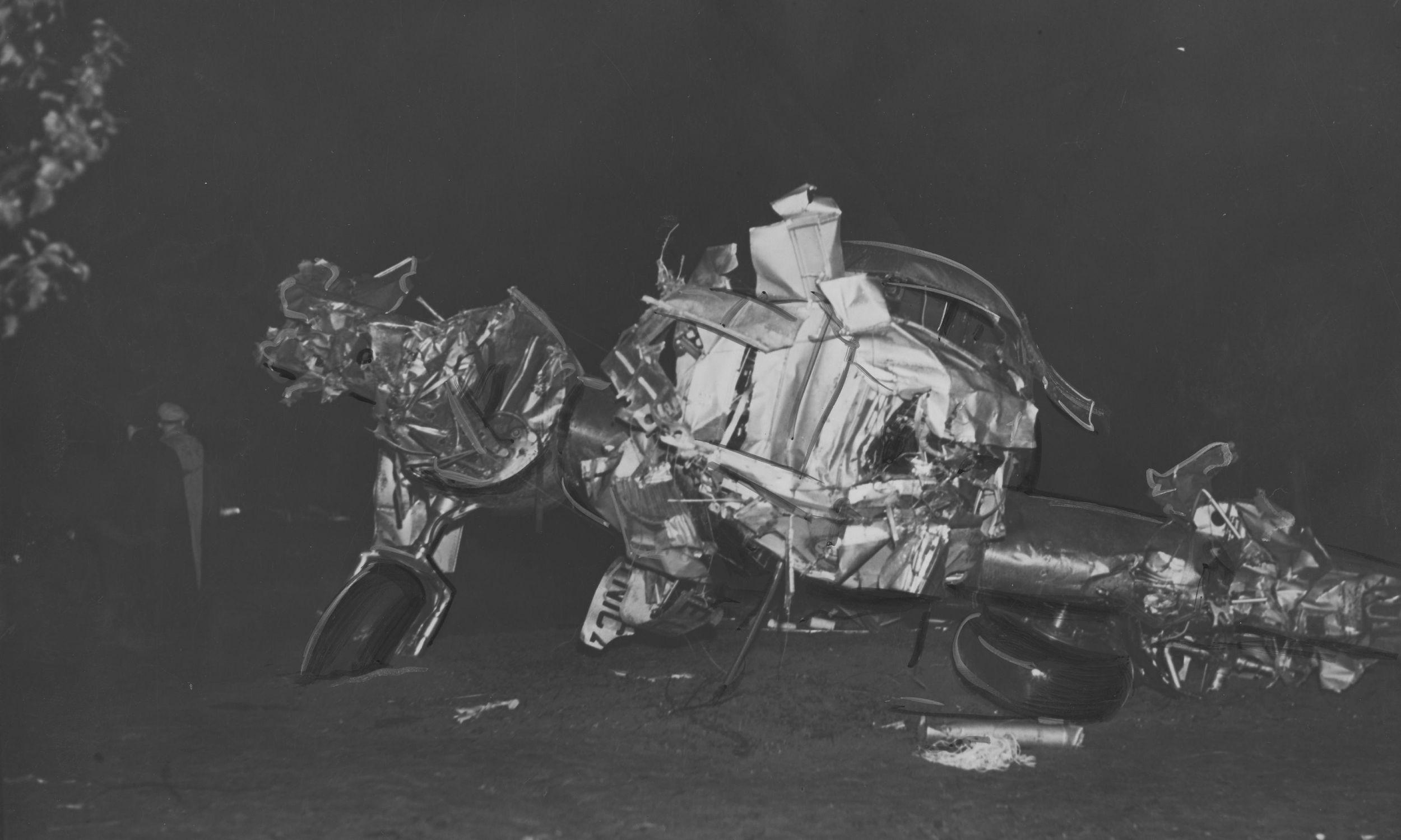 Szczątki dziesięciomiejscowego samolotu pasażerskiego PLL LOT Lockheed Electra. Fot. NAC/IKC