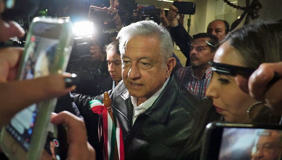 Prezydent Meksyku Andres Manuel Lopez Obrador przegrywa z kartelami (fot. PAP/EPA/DANIEL RICARDEZ)