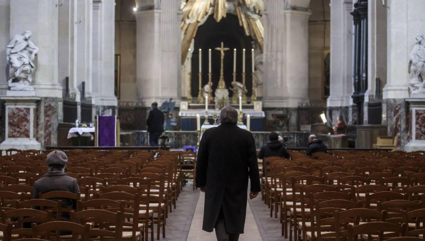 Limit 30 wiernych w kościołach został ogłoszony kilka dni temu przez rząd (fot. PAP/EPA/CHRISTOPHE PETIT TESSON)