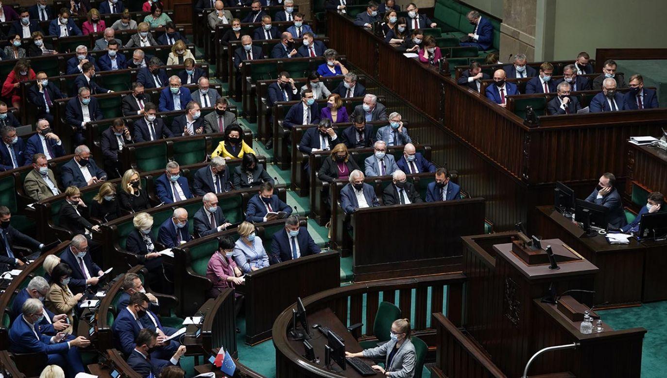 PiS liderem w badaniu poparcia (fot. Forum/Mateusz Wlodarczyk)