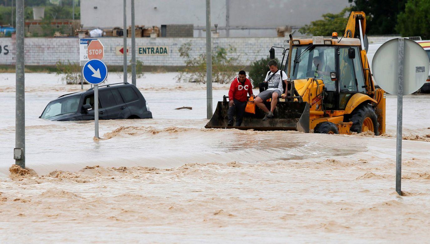Najbardziej dotknięte powodzią są wspólnoty autonomiczne Walencji oraz Murcji (fot. PAP/ EPA/Manuel Lorenzo)
