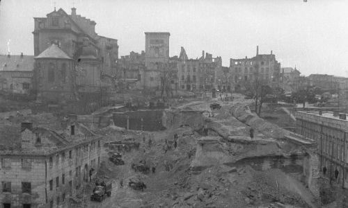 Rozbiórka ruin wiaduktu Kierbedzia. Fot. PAP
