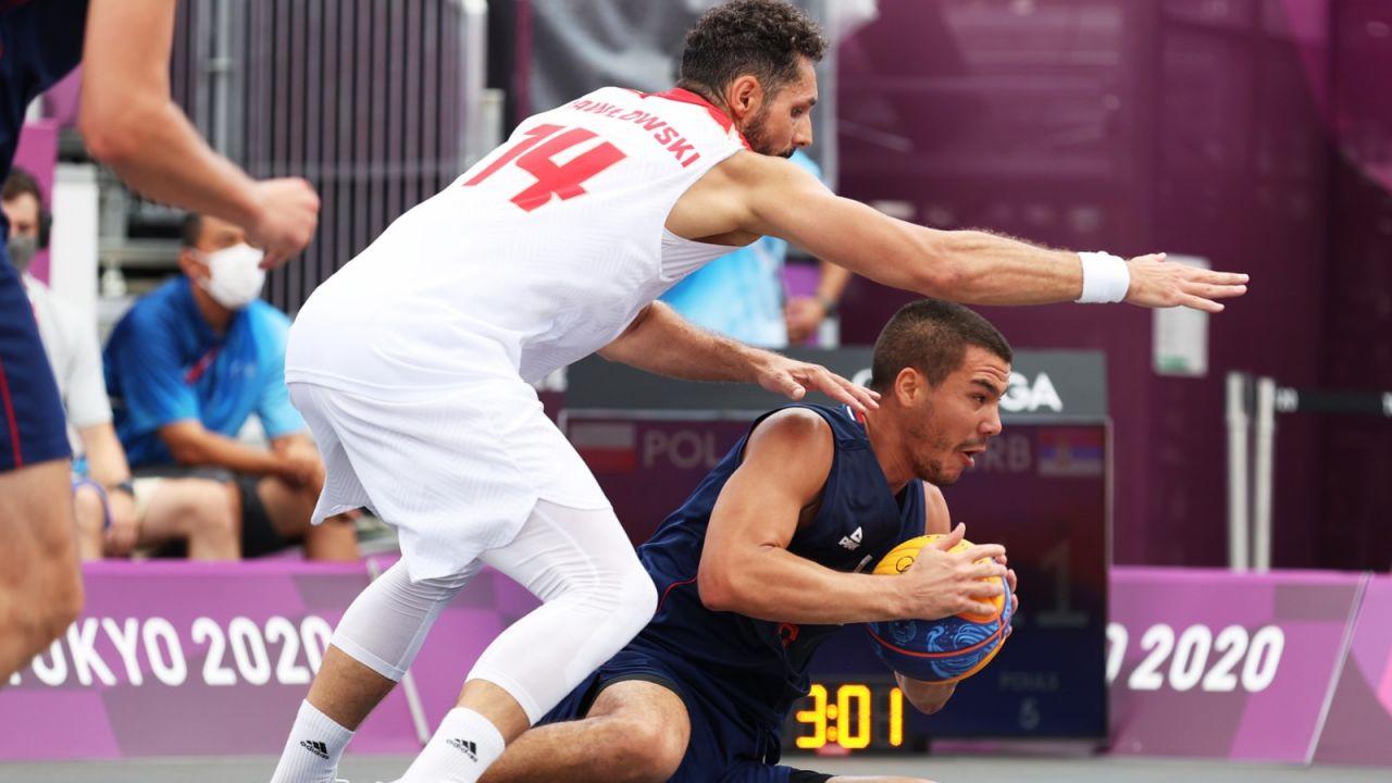 Tokio 2020. Pudłowane rzuty, znów problem ze zbiórkami. Koszykarze przegrali z Serbią (sport.tvp.pl)