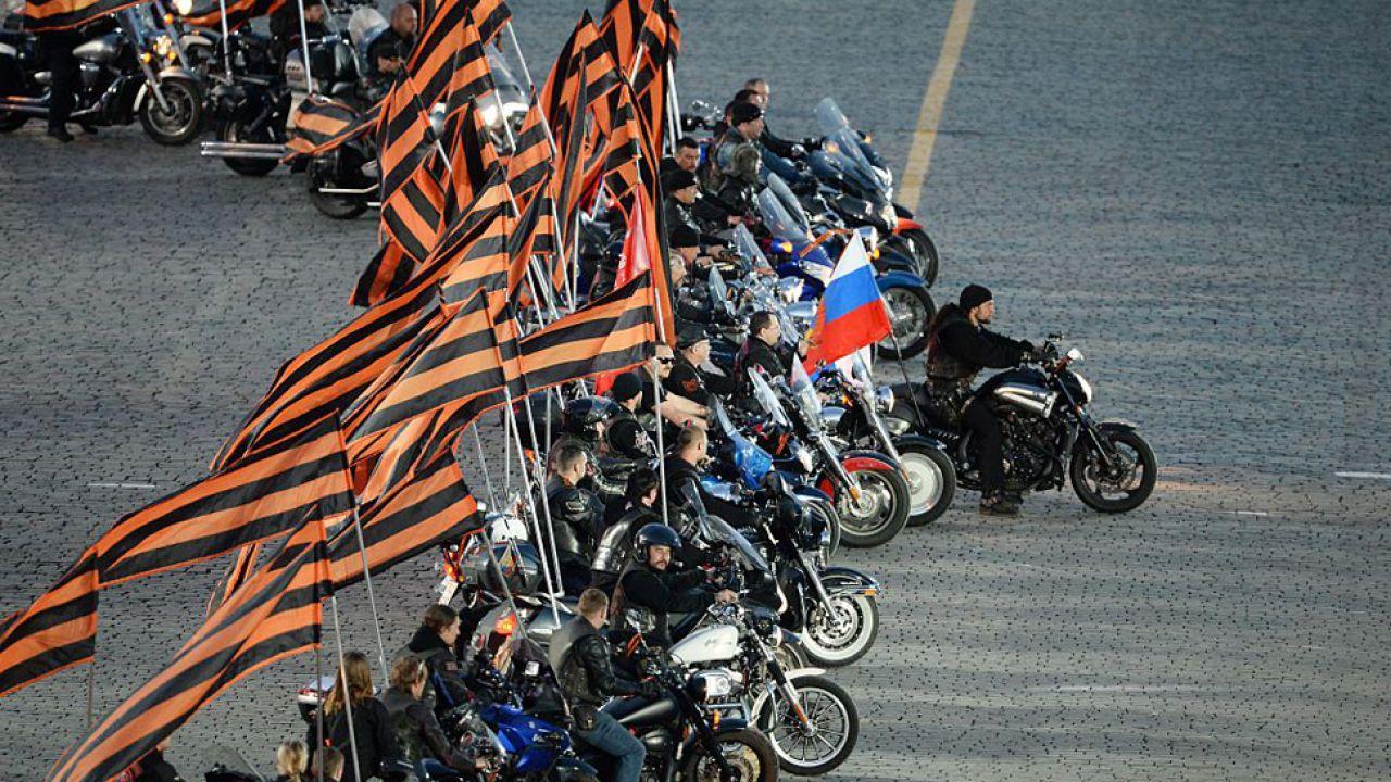 Motocykliści chcą upamiętnić zakończenie drugiej wojny światowej (fot. RIA Novosti via Getty Images)