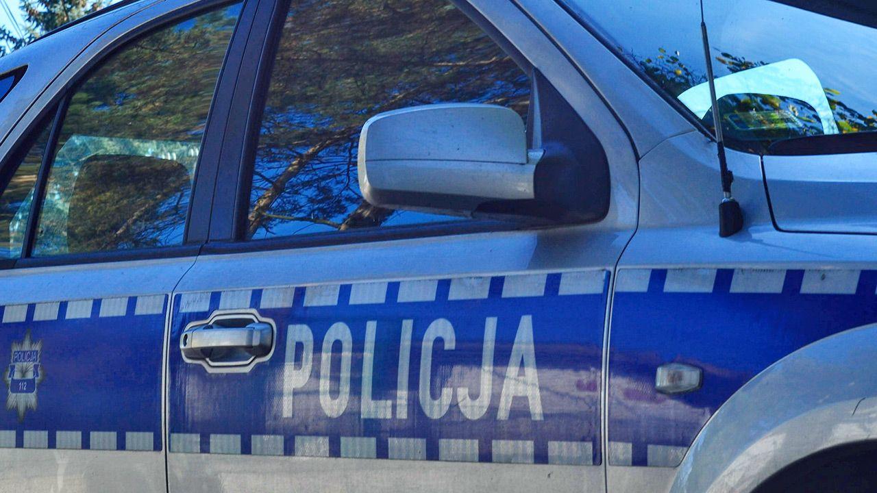 Policja szuka sprawcy napadu na placówkę bankową (fot. Shutterstock/Piotr Opoka)