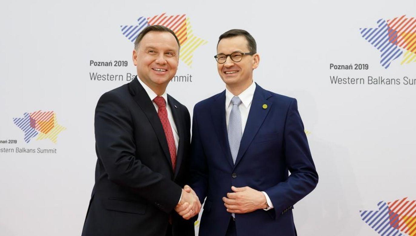 Prezydent Duda to gwarancja dobrego i godnego dialogu z partnerami z zagranicy, bezpieczeństwa wewnętrznego i zewnętrznego oraz programów społecznych – dodał Mateusz Morawiecki (fot. Twitter/Mateusz Morawiecki)