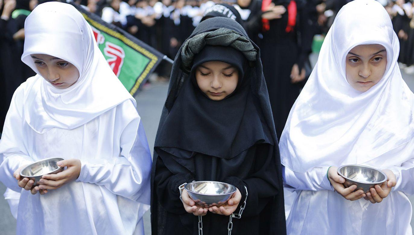 Aszura to święto, które upamiętnia śmierć imama Husajna pod iracką Karbalą w 680 r. (fot. PAP/EPA/SERPIL GEDIK)