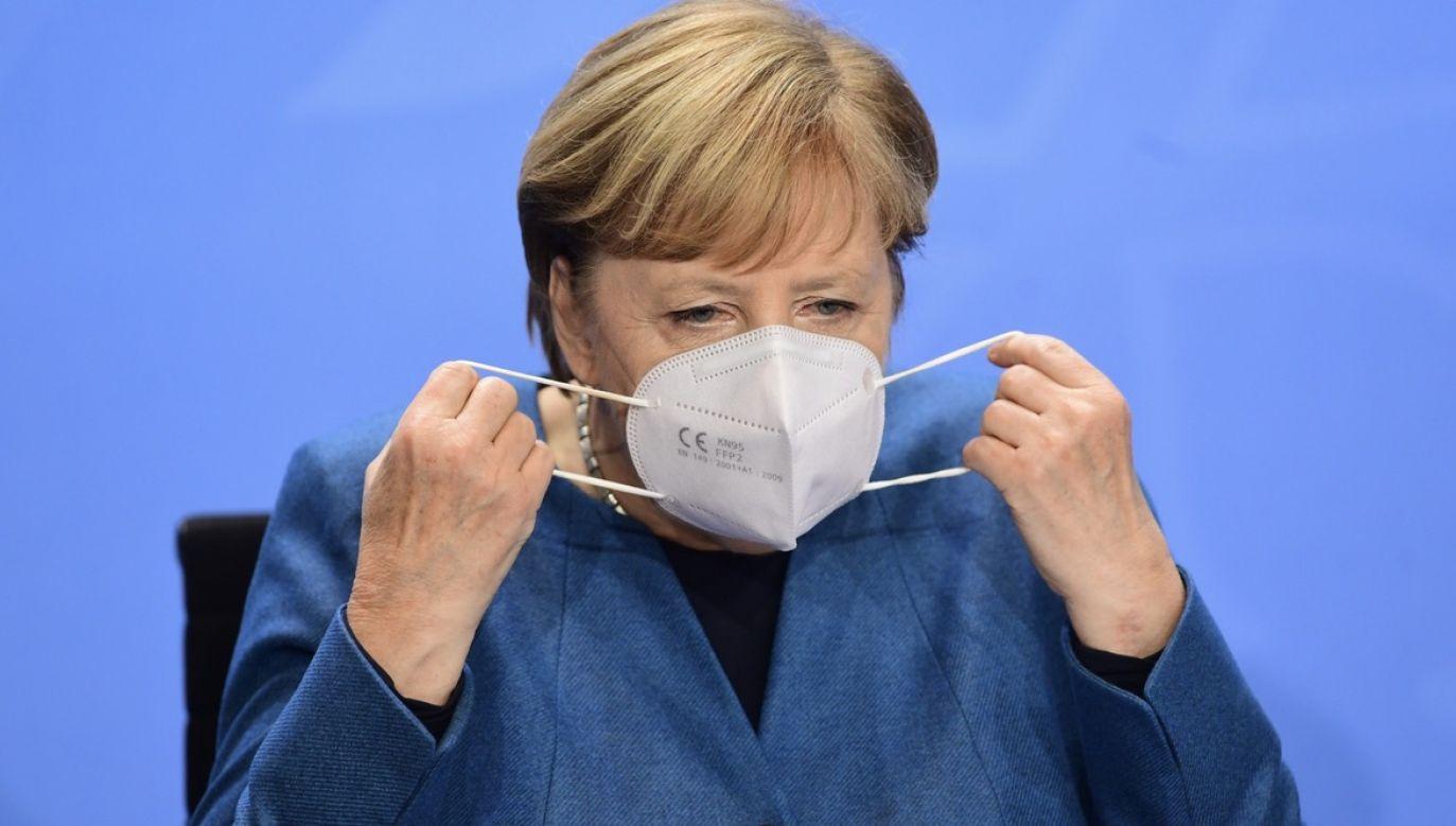 Merkel tłumaczyła, że w kraju już od kilku dni narastało przekonanie o nieuchronności tej decyzji (fot. PAP/EPA/FILIP SINGER)