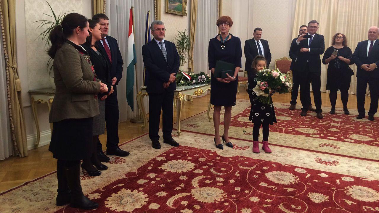 To jedno z najwyższych węgierskich odznaczeń państwowych (fot. tt/@ Ministerstwo Rodziny)
