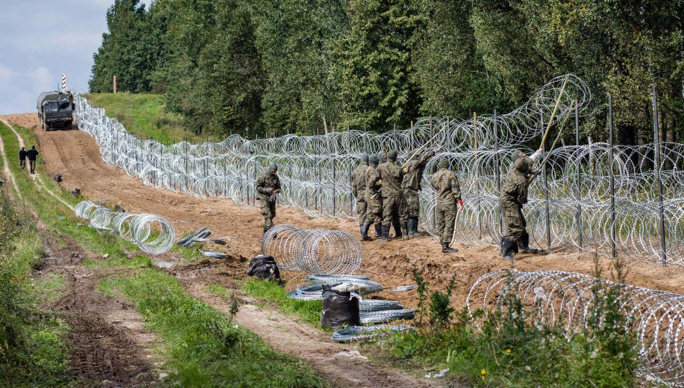 Granica Polski i Białorusi (fot. Attila Husejnow/ SOPA Images/LightRocket via Getty Images)