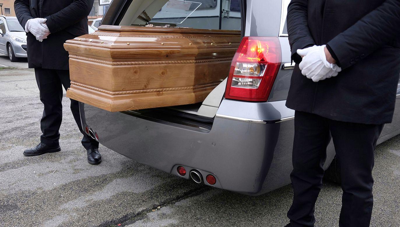 Szara strefa usług pogrzebowych to ok. 3,5 mld złotych. (fot. Shutterstock/robypangy)