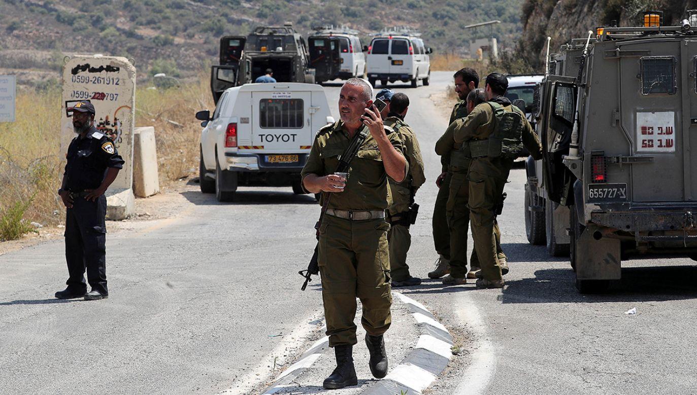 Okolice miejsca zdarzenia zostały zamknięta przez wojsko i policję, które prowadzą obławę na sprawców (fot. REUTERS/Ammar Awad)