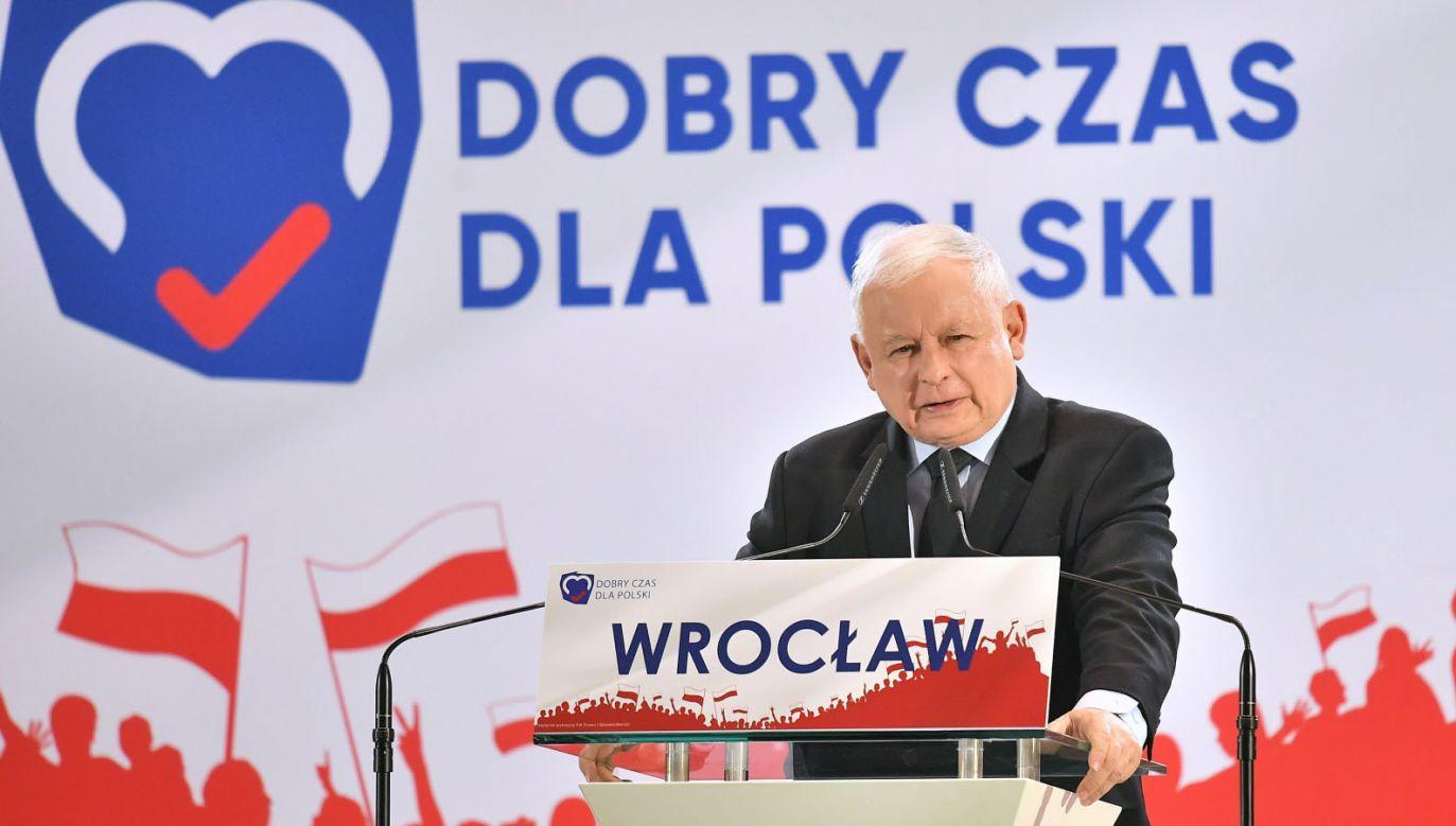 Lider PiS Jarosław Kaczyński podczas regionalnej konwencji we Wrocławiu (fot. PAP/Jan Karwowski)