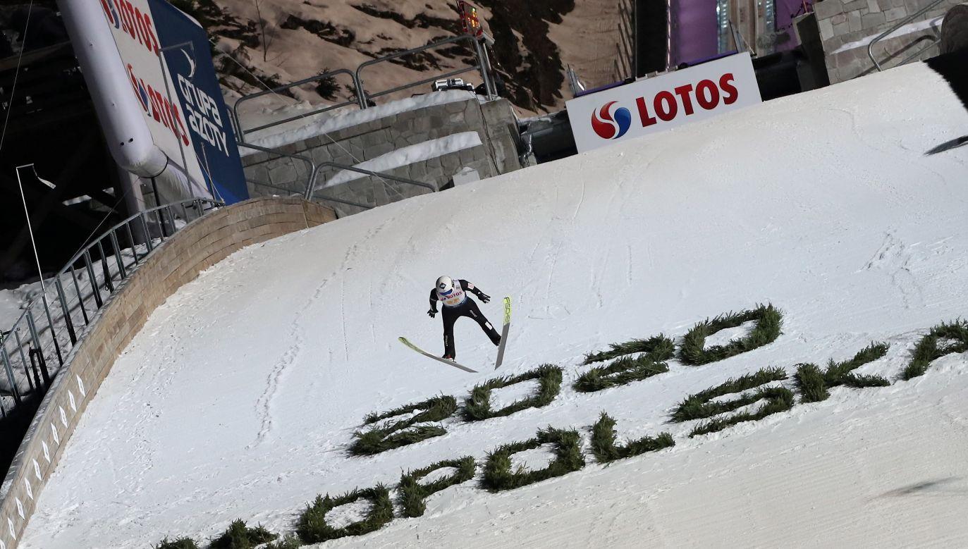 Polak Kamil Stoch podczas konkursu drużynowego zawodów Pucharu Świata w skokach narciarskich w Zakopanem (fot. PAP/Grzegorz Momot)