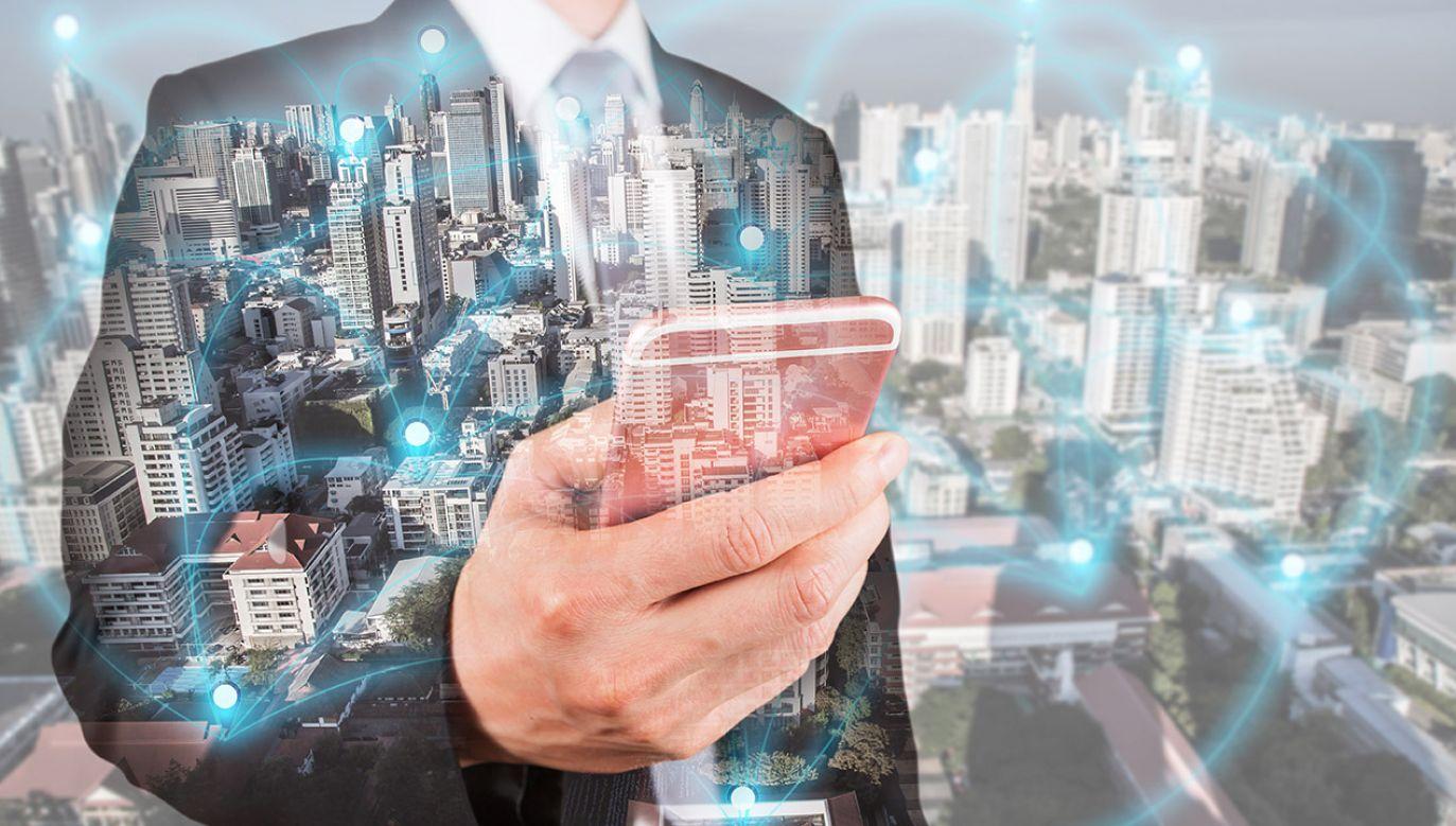 Sieć 5G pozwala na szybszy transfer danych (fot. Shutterstock/Imagine Photographer)