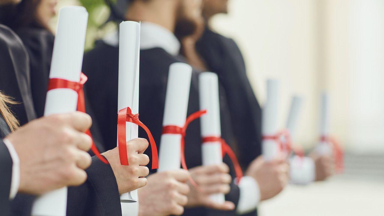 MEiN chce wyjaśnień ws. domniemanych fałszywych dyplomów na uczelni w Łodzi (fot. Shutterstock/Studio Romantic)