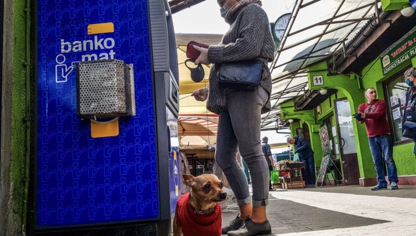 Jak podał też PFR, z pomocy tej skorzystało 313.993 firm zatrudniających 2,93 mln osób (fot. Beata Zawrzel/NurPhoto via Getty Images)