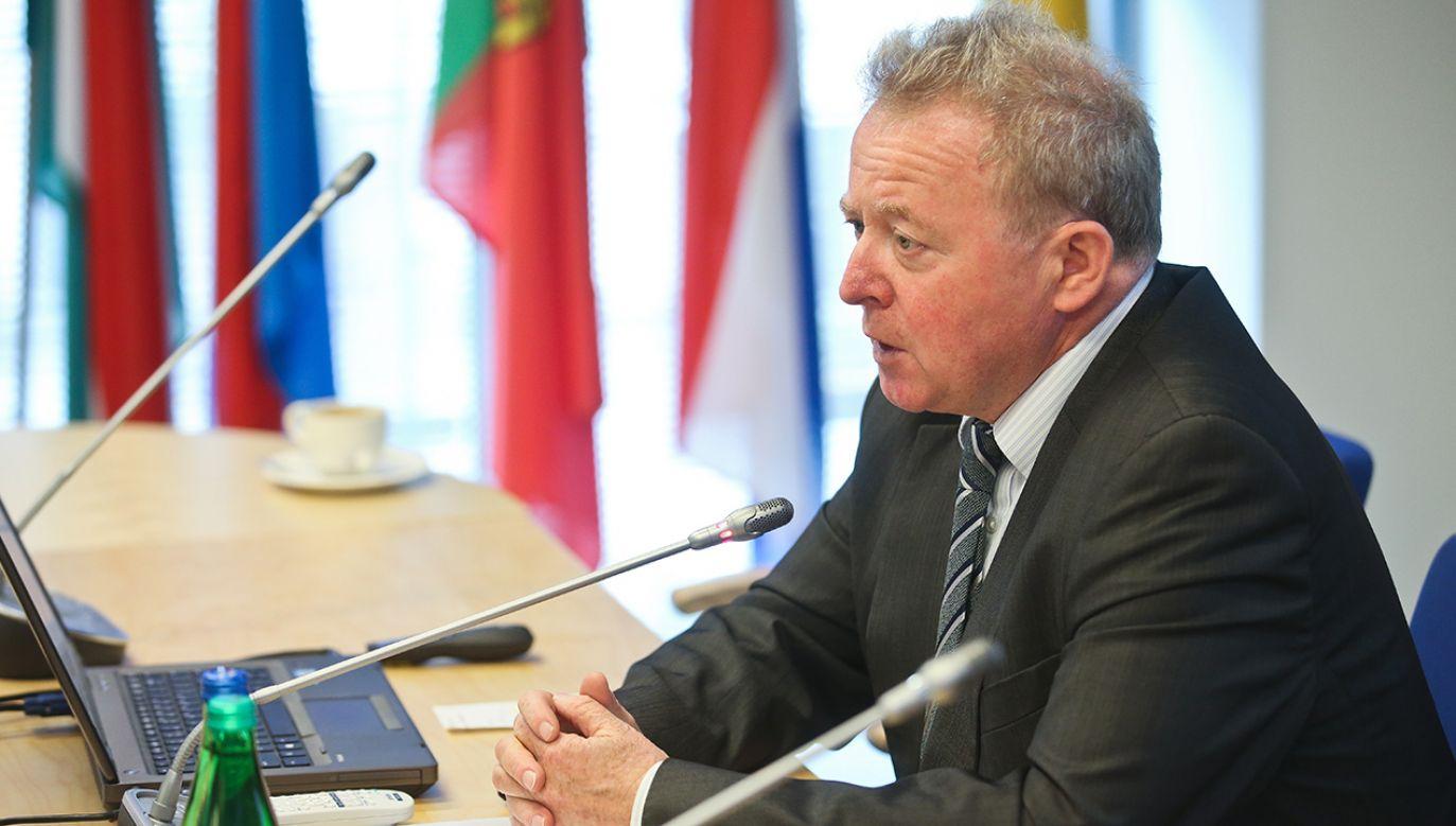 Polski kandydat na unijnego komisarza ma nadzieję, że związani z opozycją europosłowie poprą go (fot. arch. PAP/Rafał Guz)