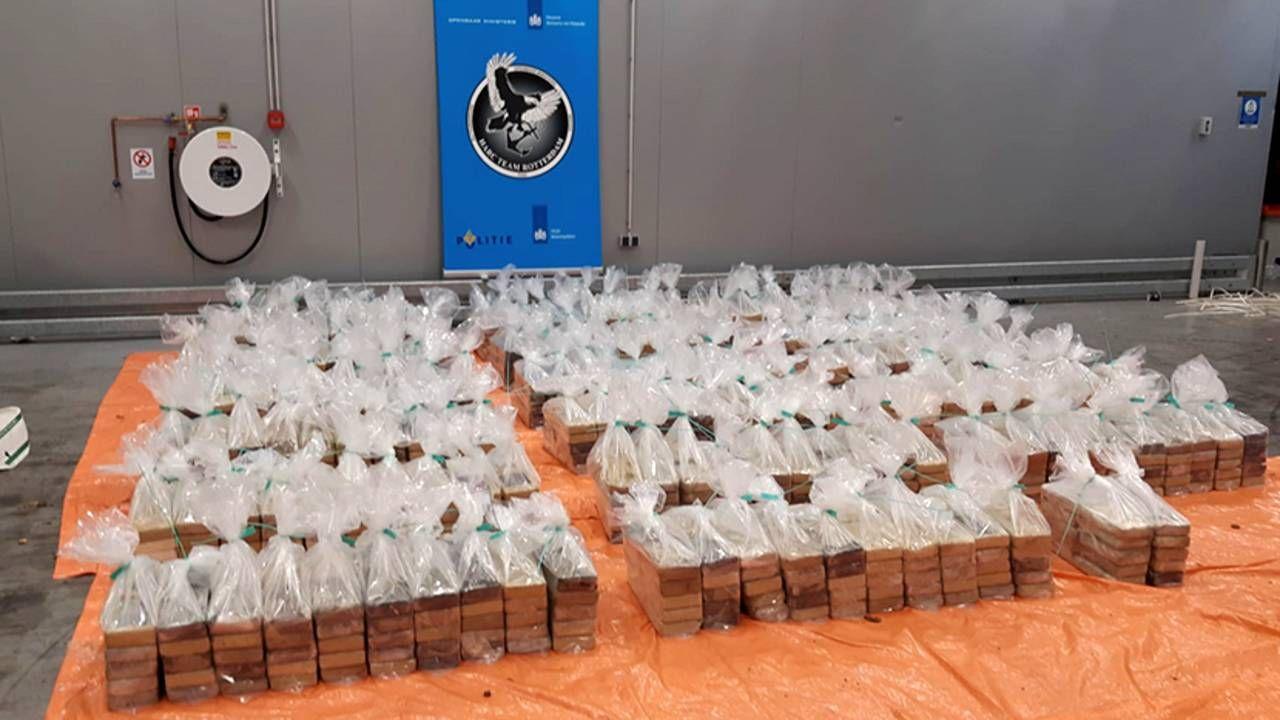 Narkotyki były ukryte w workach z batatami (fot. Prokuratura w Rotterdamie)