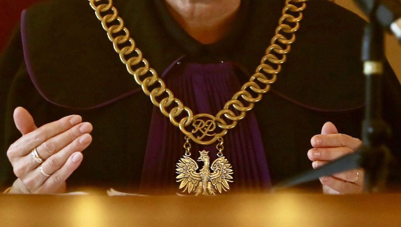 Oskarżony ma m.in. trzyletni zakaz kontaktowania się z politykiem (fot. PAP/Tomasz Wojtasik, zdjęcie ilustracyjne)
