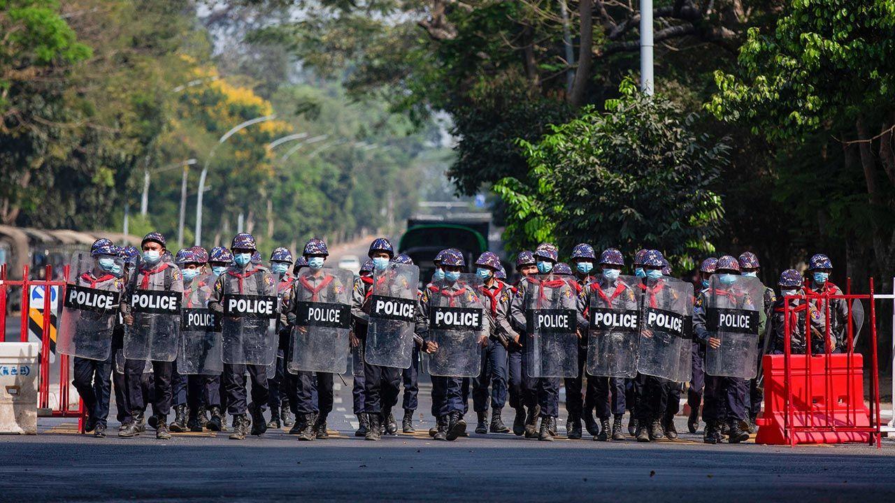 Śmierć poniósł również jeden policjant (fot. Aung Kyaw Htet/SOPA Images/LightRocket via Getty Images)