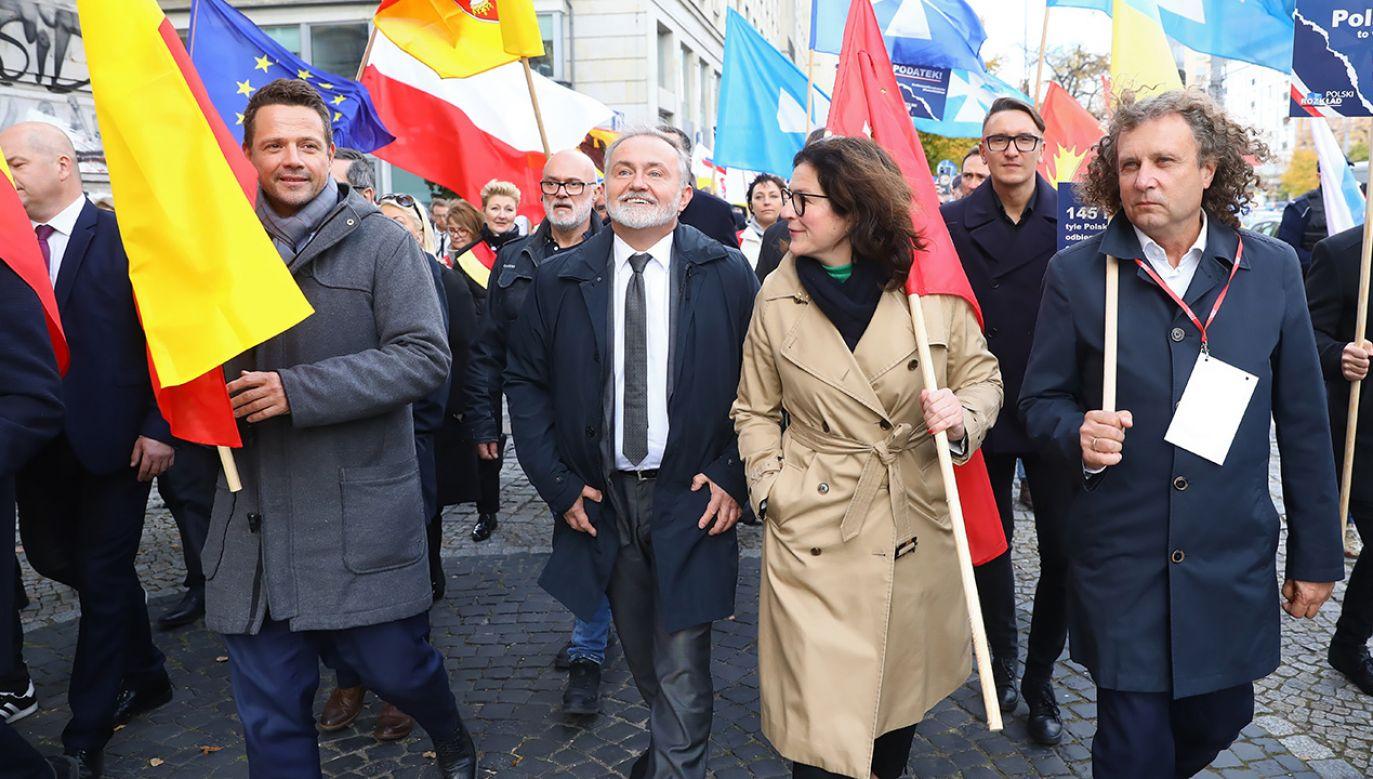 Samorządowcy mogą liczyć na duże podwyżki wynagrodzeń (fot. arch.PAP/Rafał Guz)