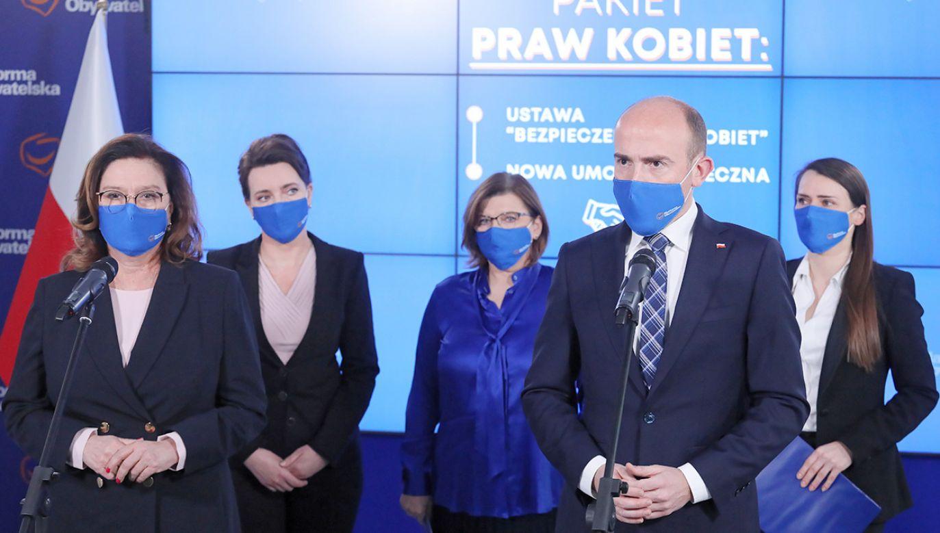 Senator PSL widzi możliwość kolejnych odejść z PO (fot. PAP/Paweł Supernak)
