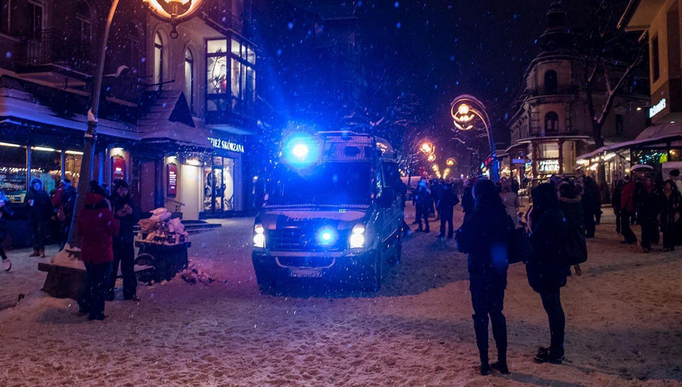 Krupówki, Zakopane to od dekad nieustający zimowy karnawał (fot. Forum/Marcin Szkodzinski)