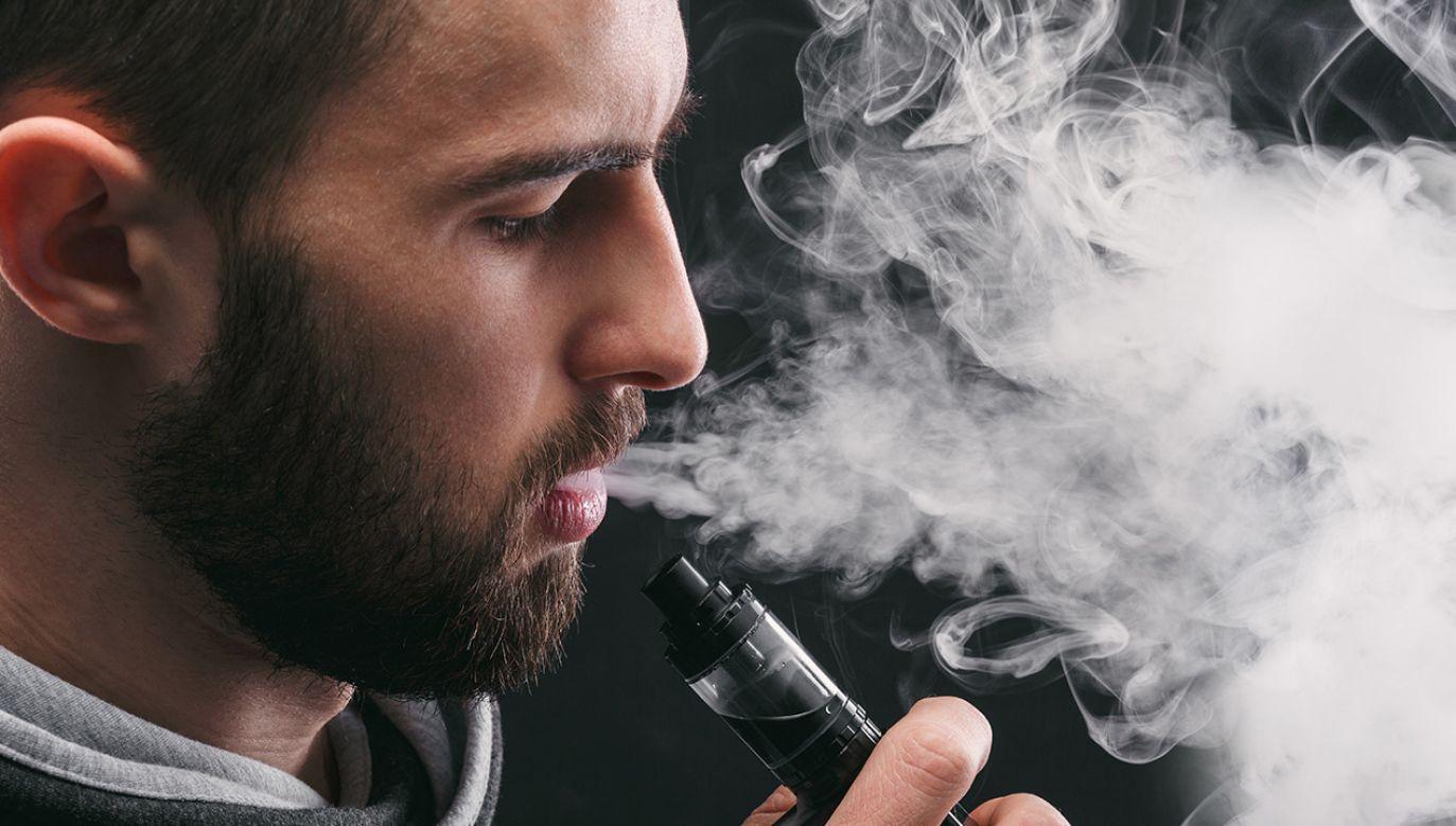 Za palenie e-papierosów na Filipinach można trafić do więzienia (fot. Shutterstock/ Prostock-studio)