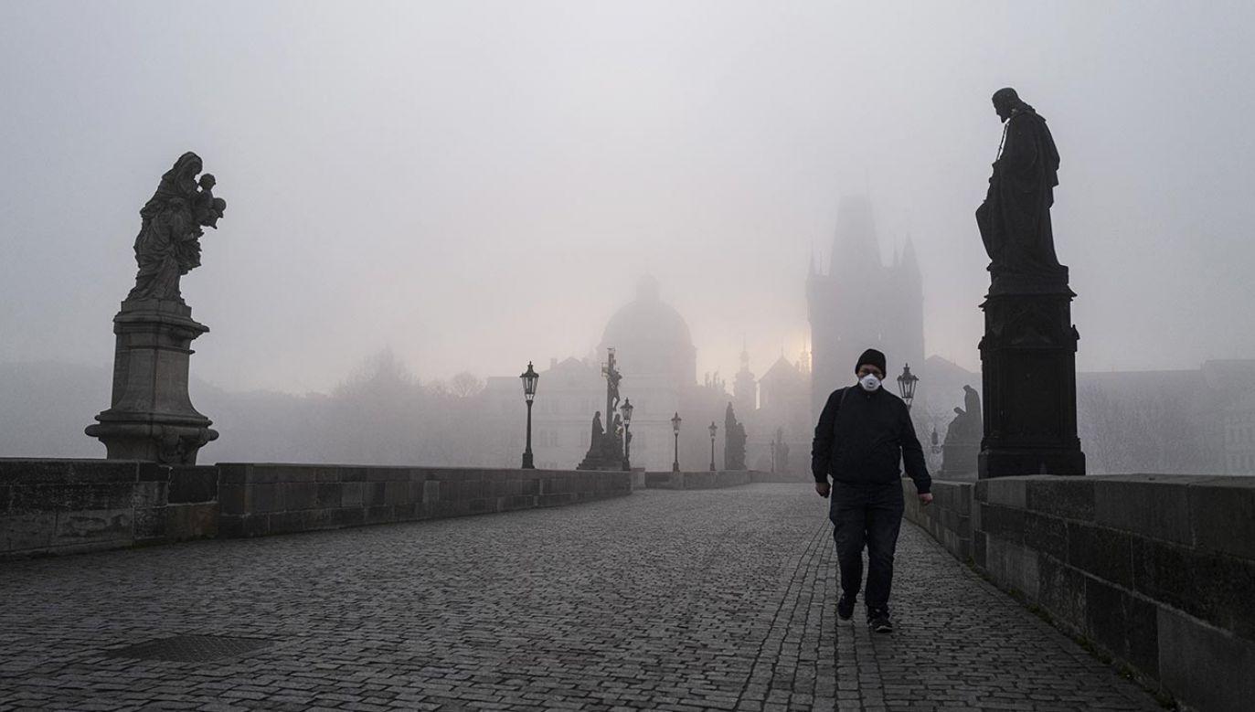 Z powodu epidemii COVID-19 w Czechach obowiązuje stan wyjatkowy (fot.  Milan Jaros/Bloomberg via Getty Images)