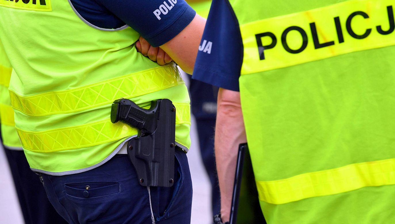 Sytuacja zmusiła policjanta do użycia broni – tłumaczy rzecznik KGP (fot. arch.PAP/Marcin Bielecki)