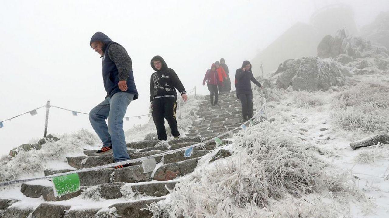 W Tatrach panują trudne warunki do uprawiania turystyki (fot. PAP/Grzegorz Momot)
