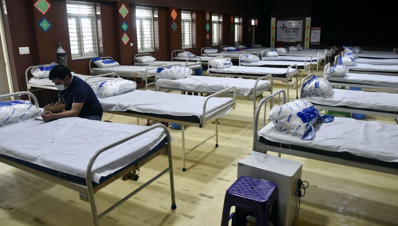 Brakuje tlenu w szpitalach w Indiach (fot. PAP/EPA/STR)