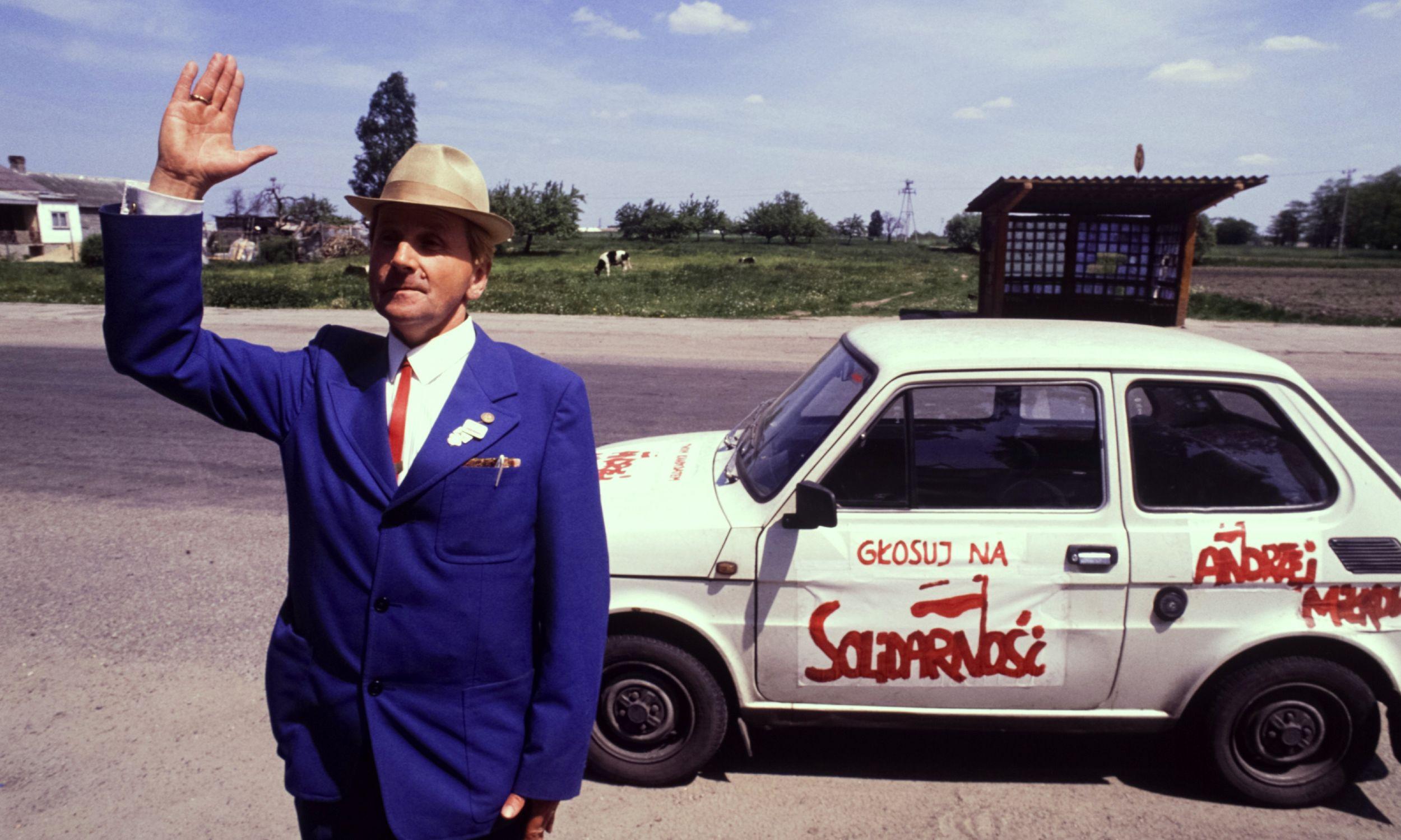 Rolnik - działacz Solidarności podczas kampanii  do Sejmu i Senatu w 1989 r. Zdjęcie zrobiono 21 maja.  Fot. Georges MERILLON / Gamma-Rapho via Getty Images