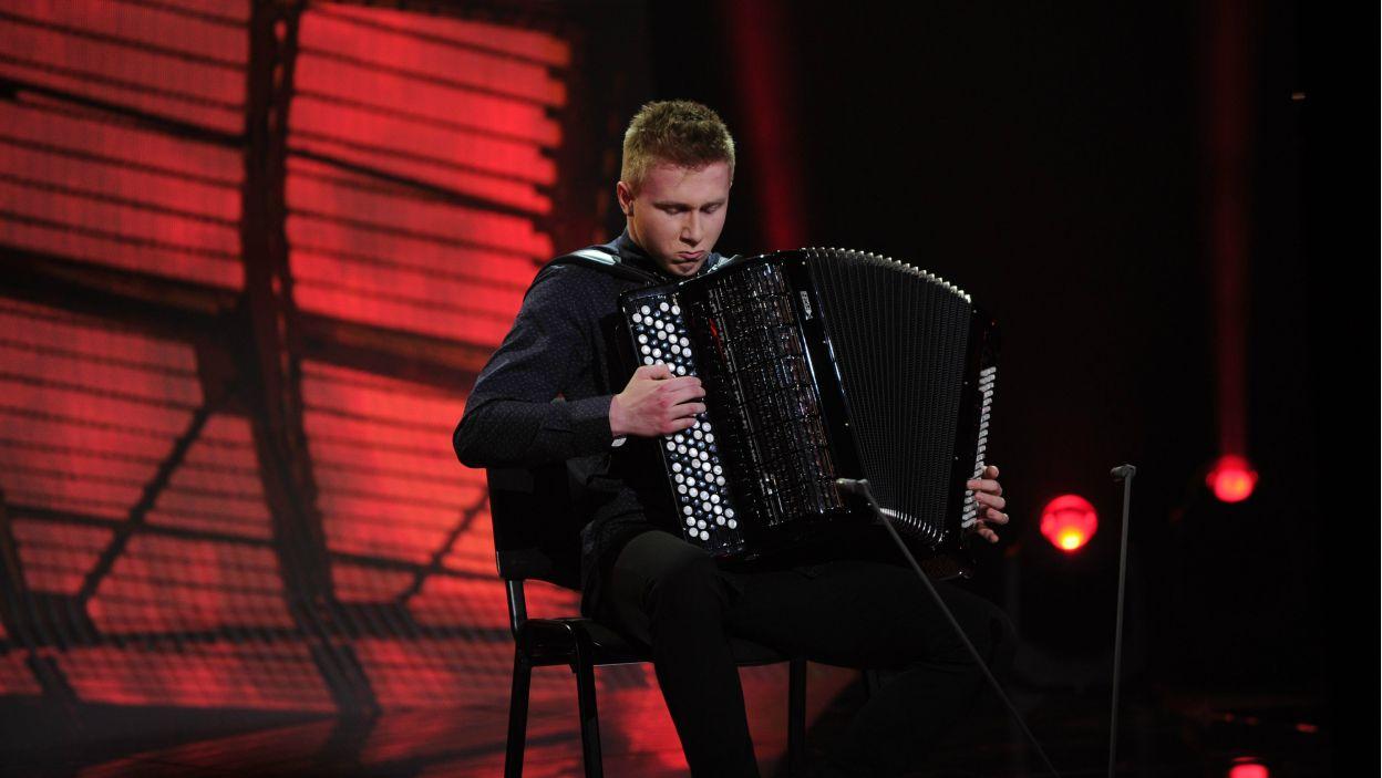 Występ akordeonowy Piotra Motyki ostatecznie przekonał jurora – Włodka Pawlika do tego instrumentu. To był znakomity występ i kwintesencja dojrzałości (fot. N. Młudzik/TVP)