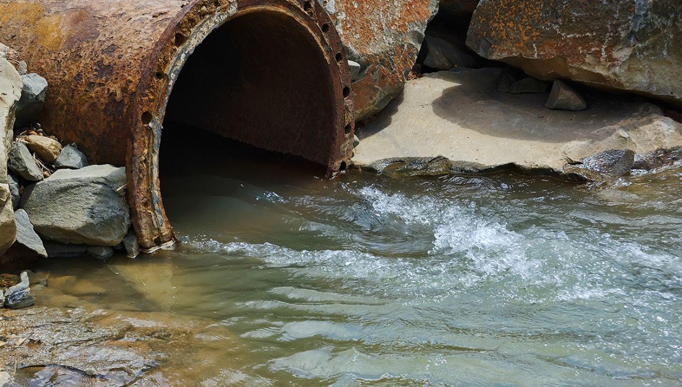 Zanieczyszczenia nie będą miały większego wpływu na jakość wody pitnej (fot.  Shutterstock/leolintang)