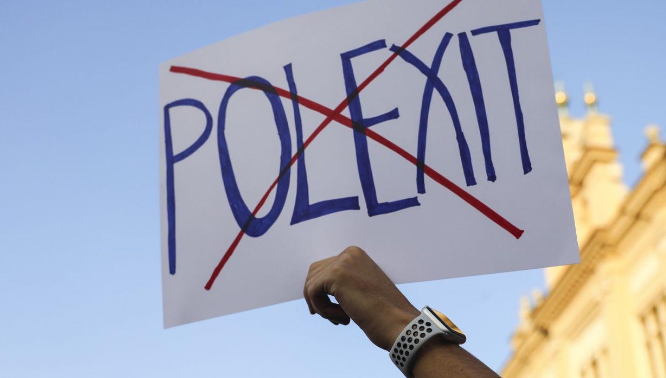 """""""Polexit"""" jest """"wytworem politycznej fantazji"""" wykorzystywanym do """"dramatyzowania"""" (fot. Beata Zawrzel/NurPhoto via Getty Images)"""