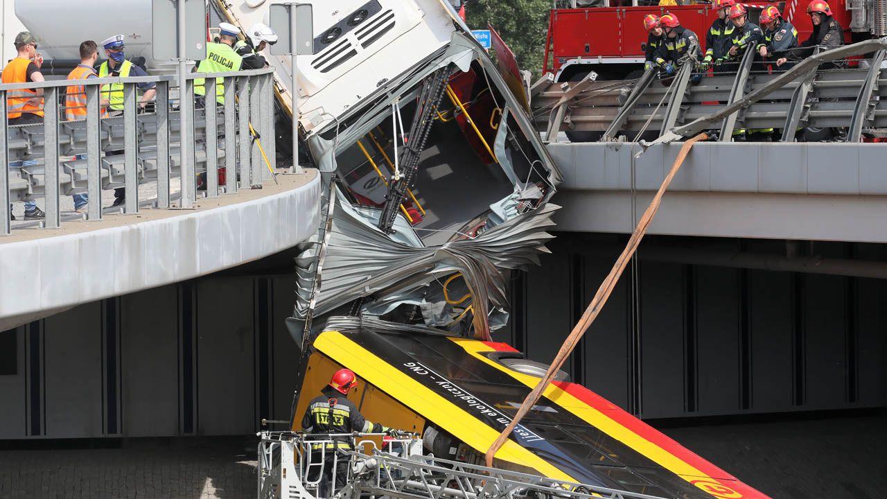 Śledztwo w sprawie wypadku autobusu prowadzi Prokuratura Okręgowa w Warszawie (fot. PAP/Paweł Supernak)